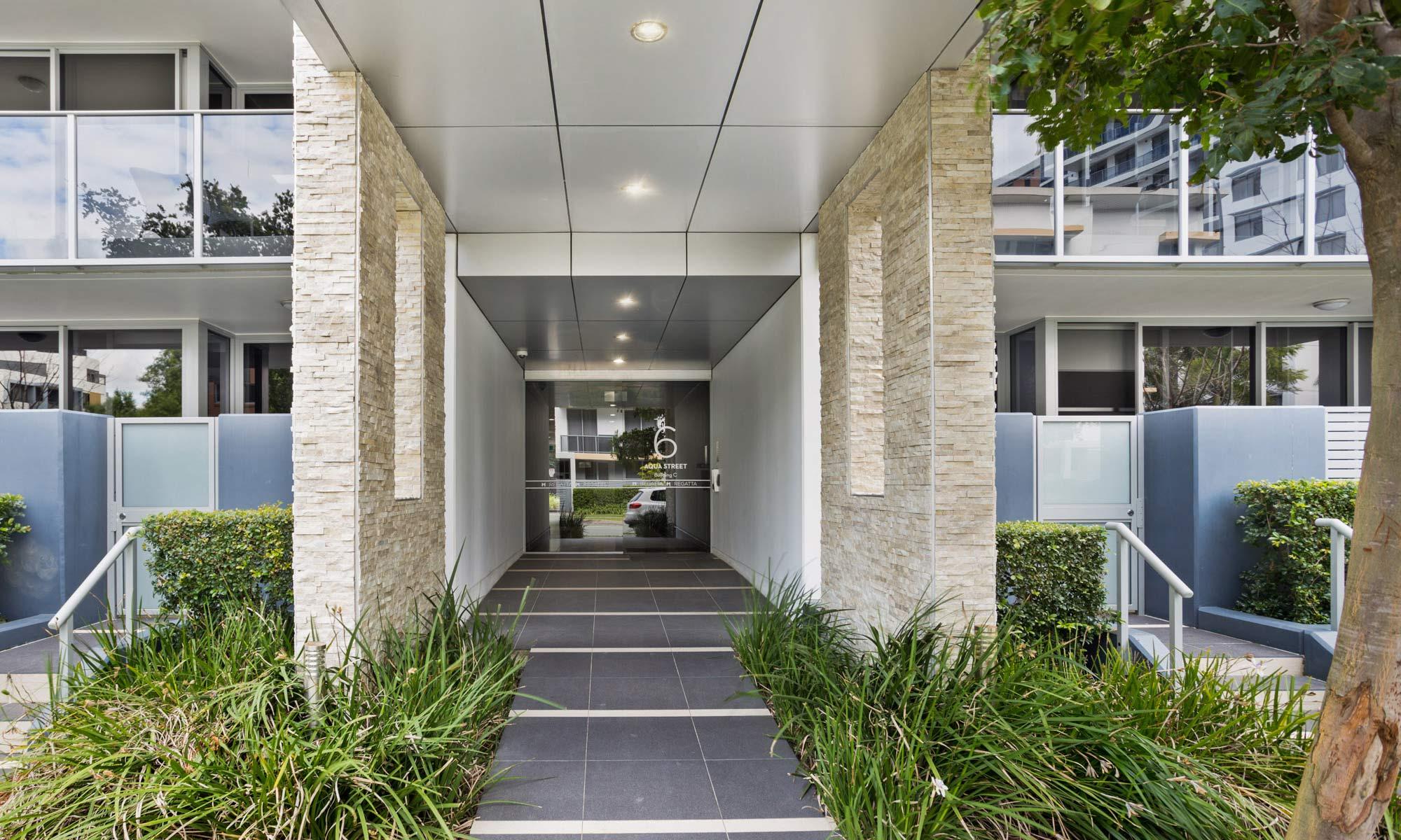 Gold Coast real estate for rent Regatta 617 resort entry
