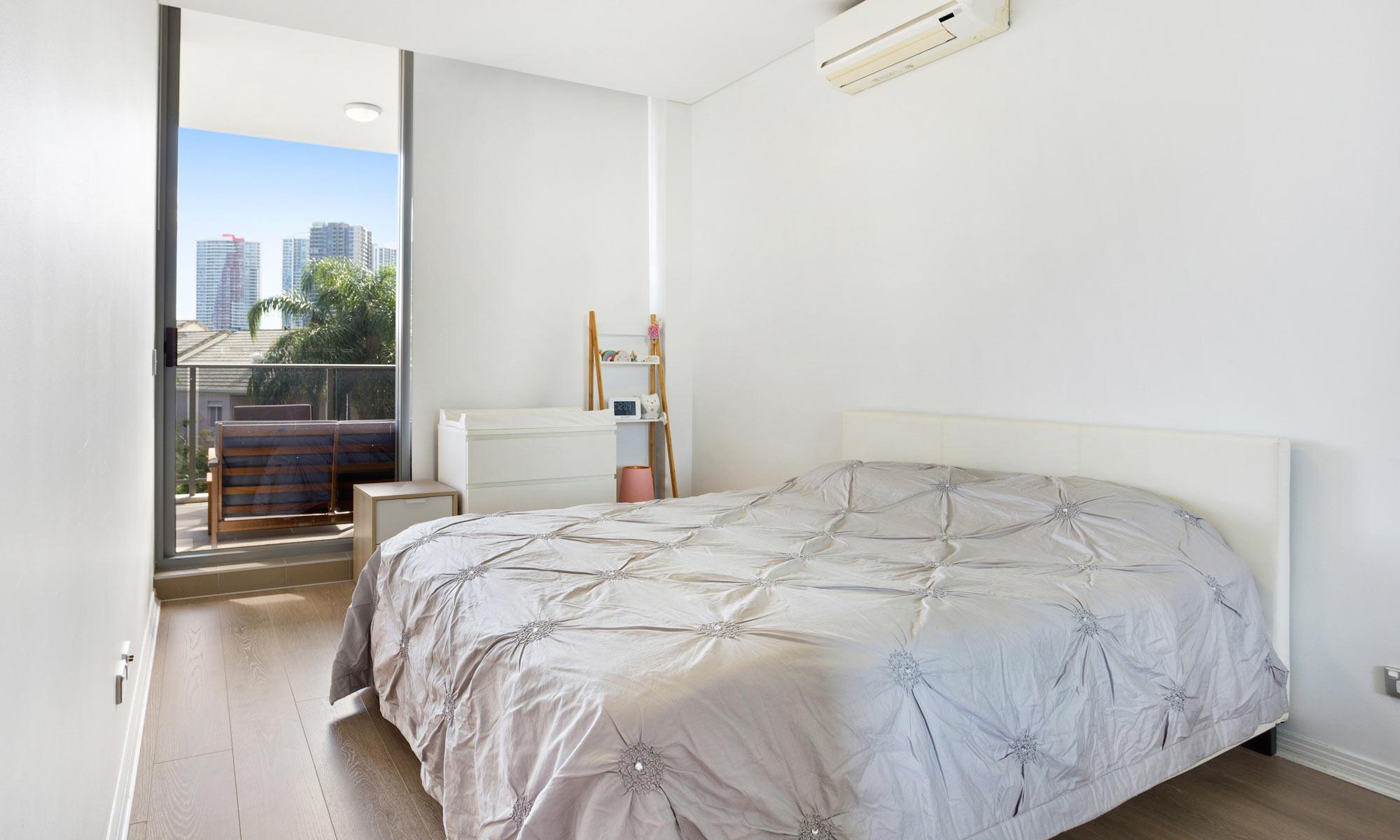 Gold Coast real estate for rent Regatta 617 main bedroom