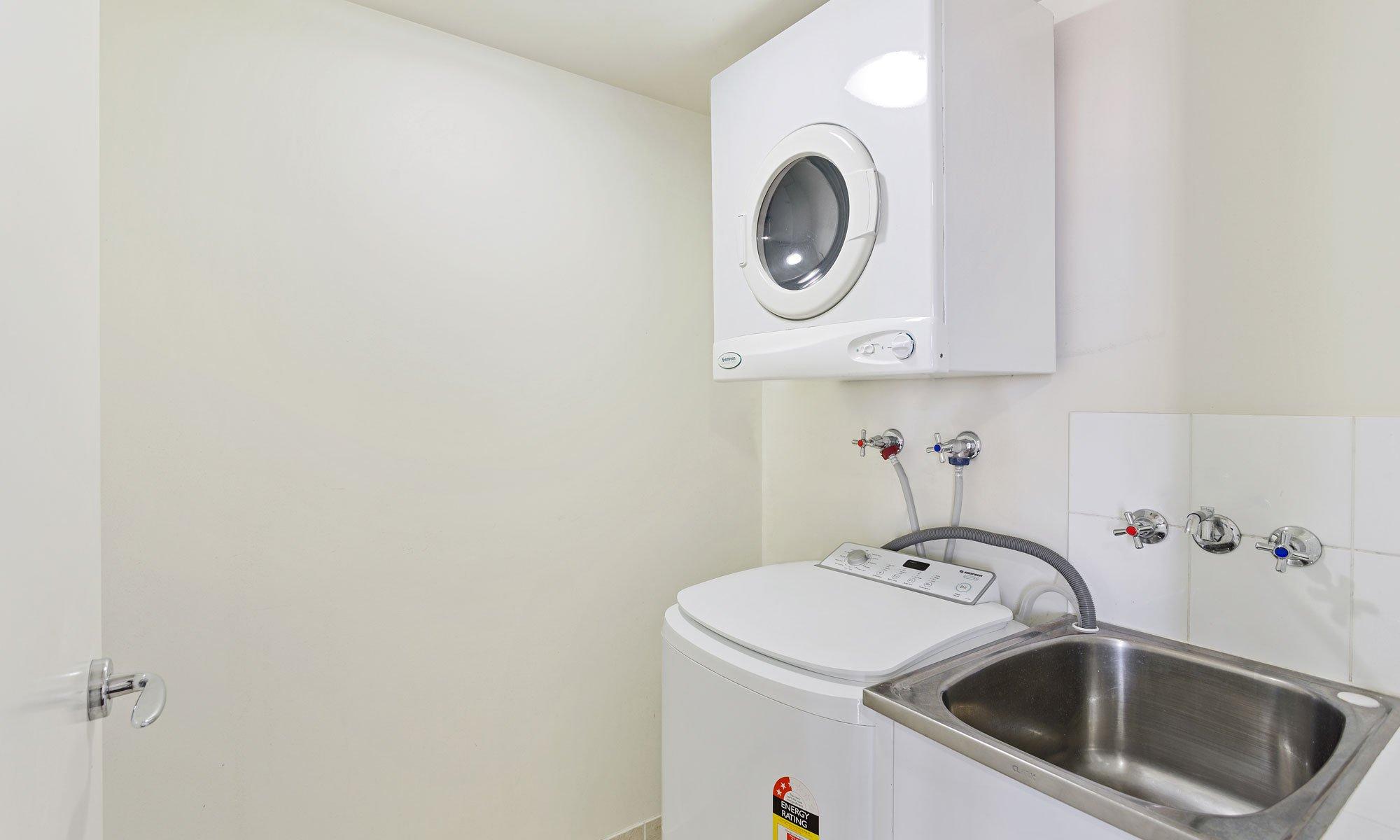 Gold Coast real estate for sale Chevron Renaissance 1171 large laundry room