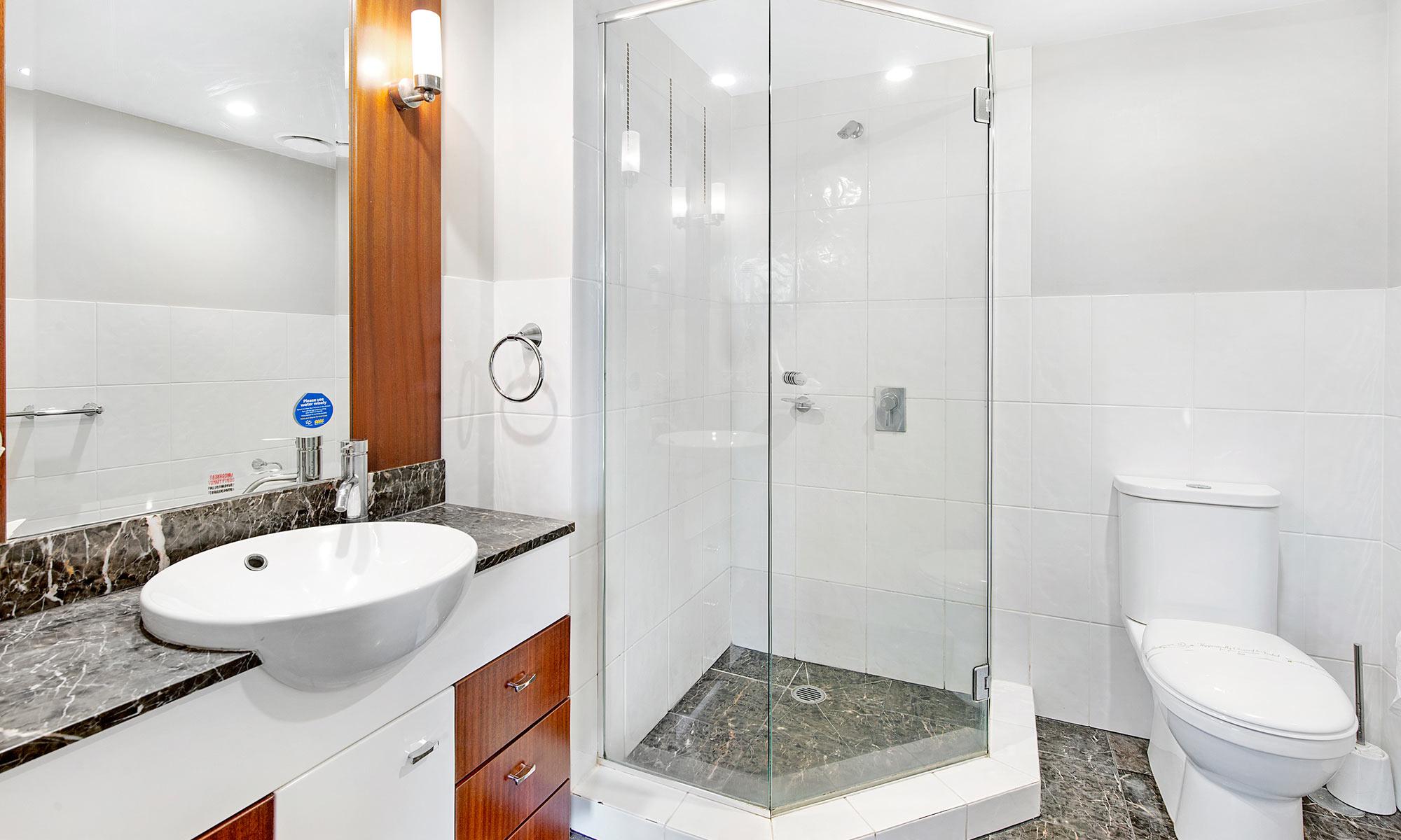 Gold Coast real estate for sale Chevron Renaissance 3073 ensuite