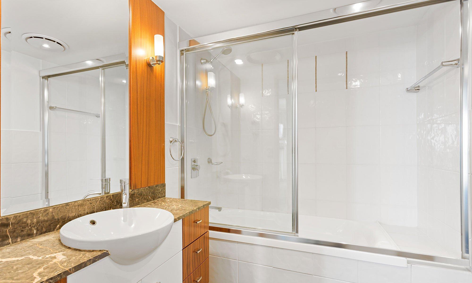 Gold Coast real estate for sale Chevron Renaissance 3223 shared bathroom