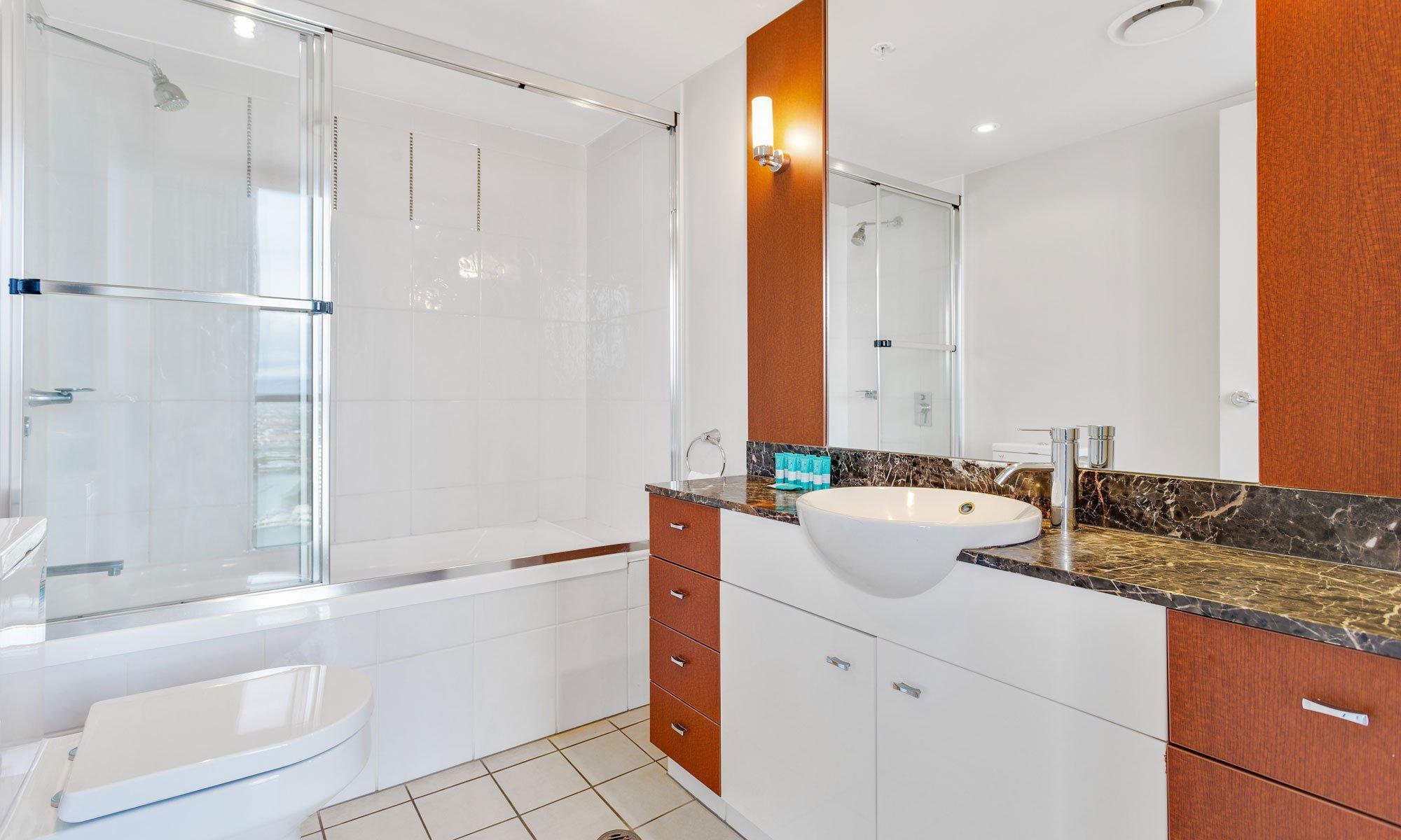 Gold Coast real estate for rent Chevron Renaissance 3237 second bathroom