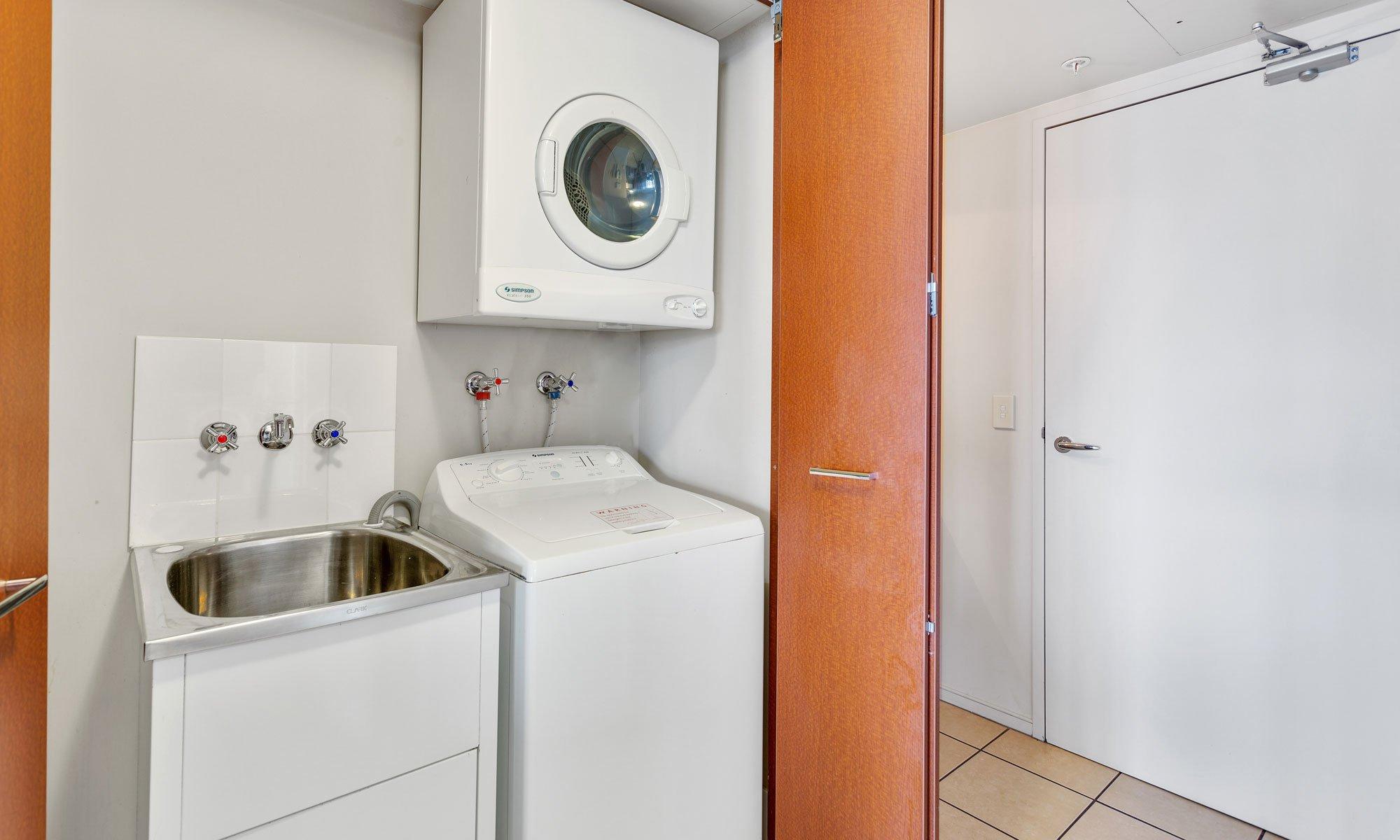 Gold Coast real estate for rent Chevron Renaissance 3237 laundry