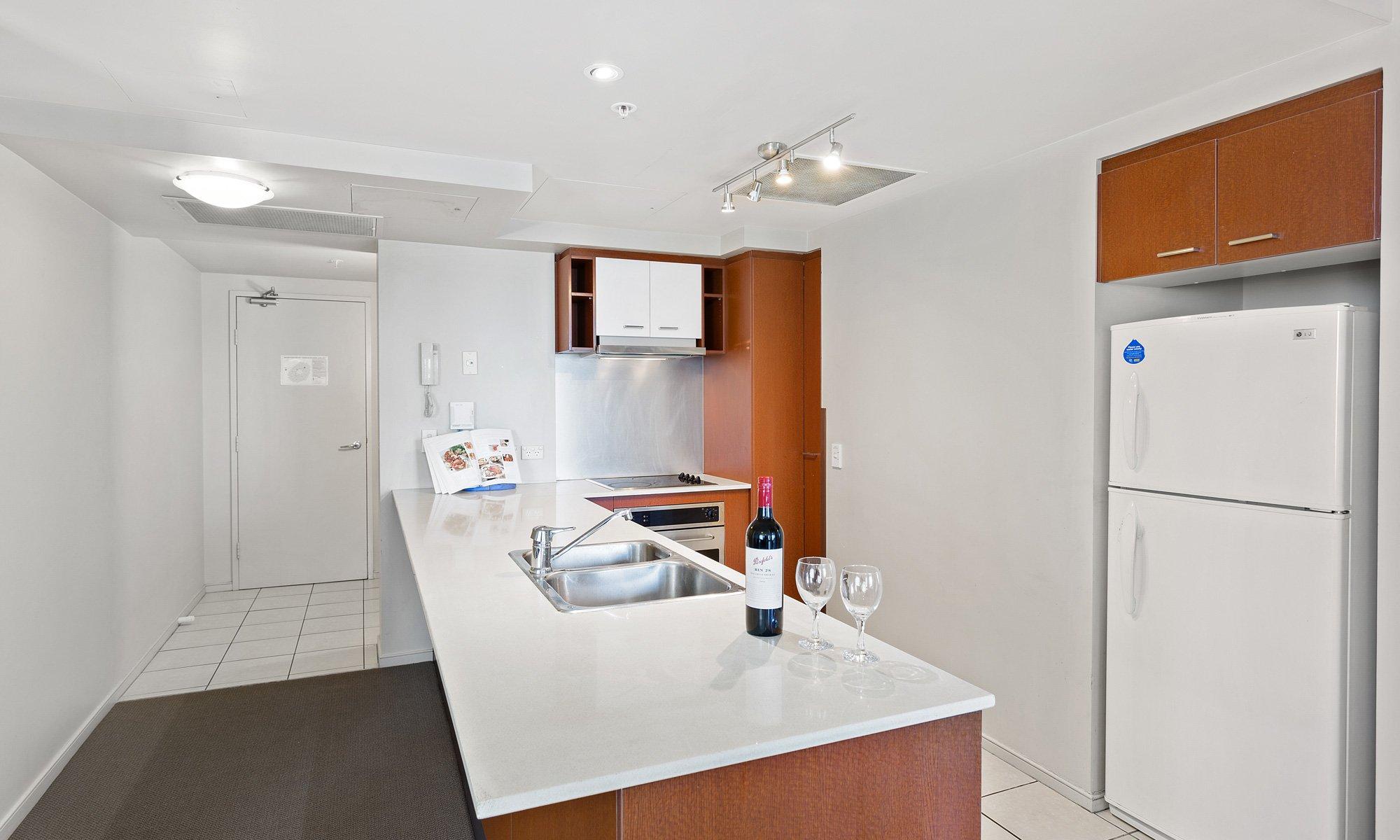 Gold Coast real estate for rent Chevron Renaissance 3182 kitchen