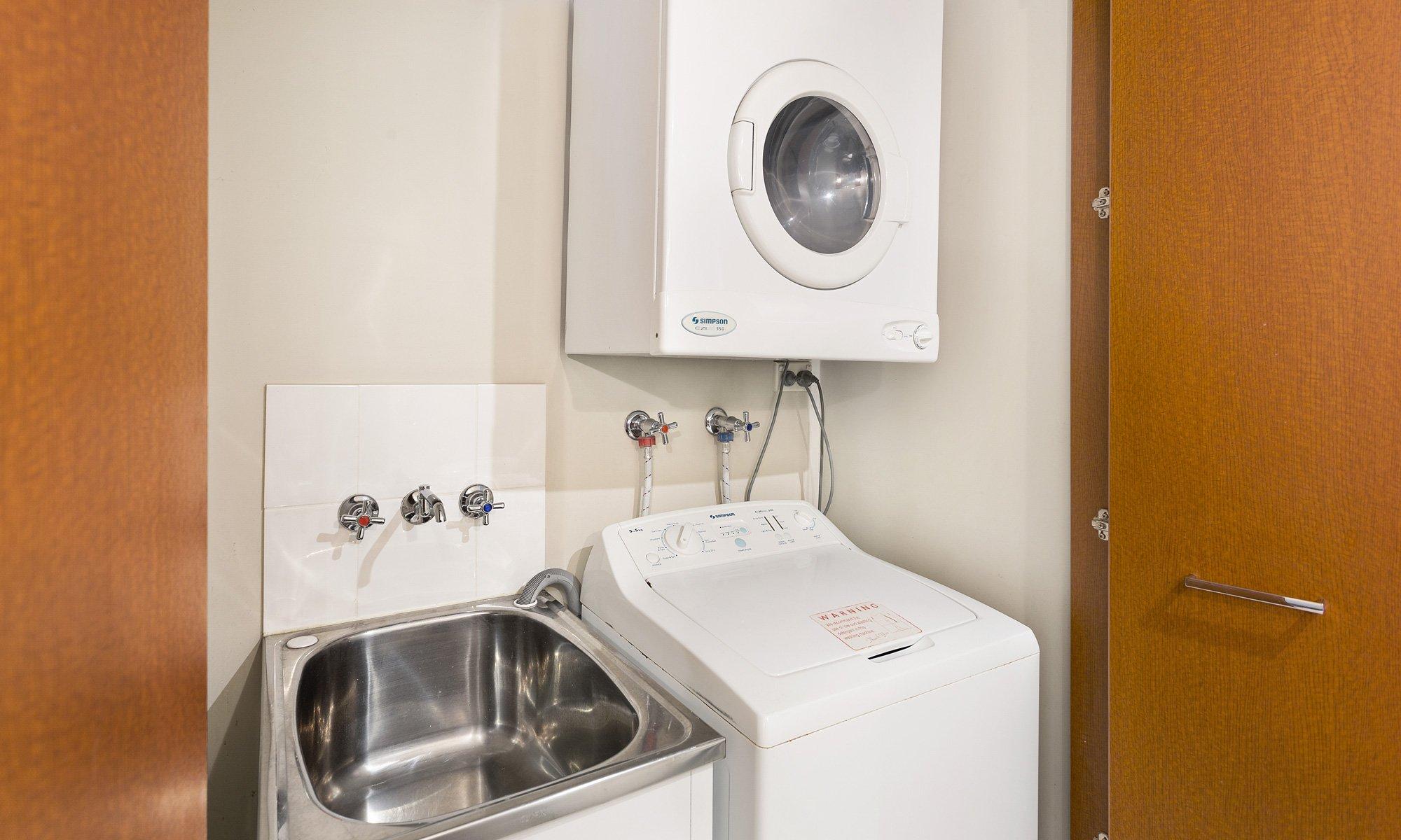 Gold Coast real estate for rent Chevron Renaissance 3182 laundry