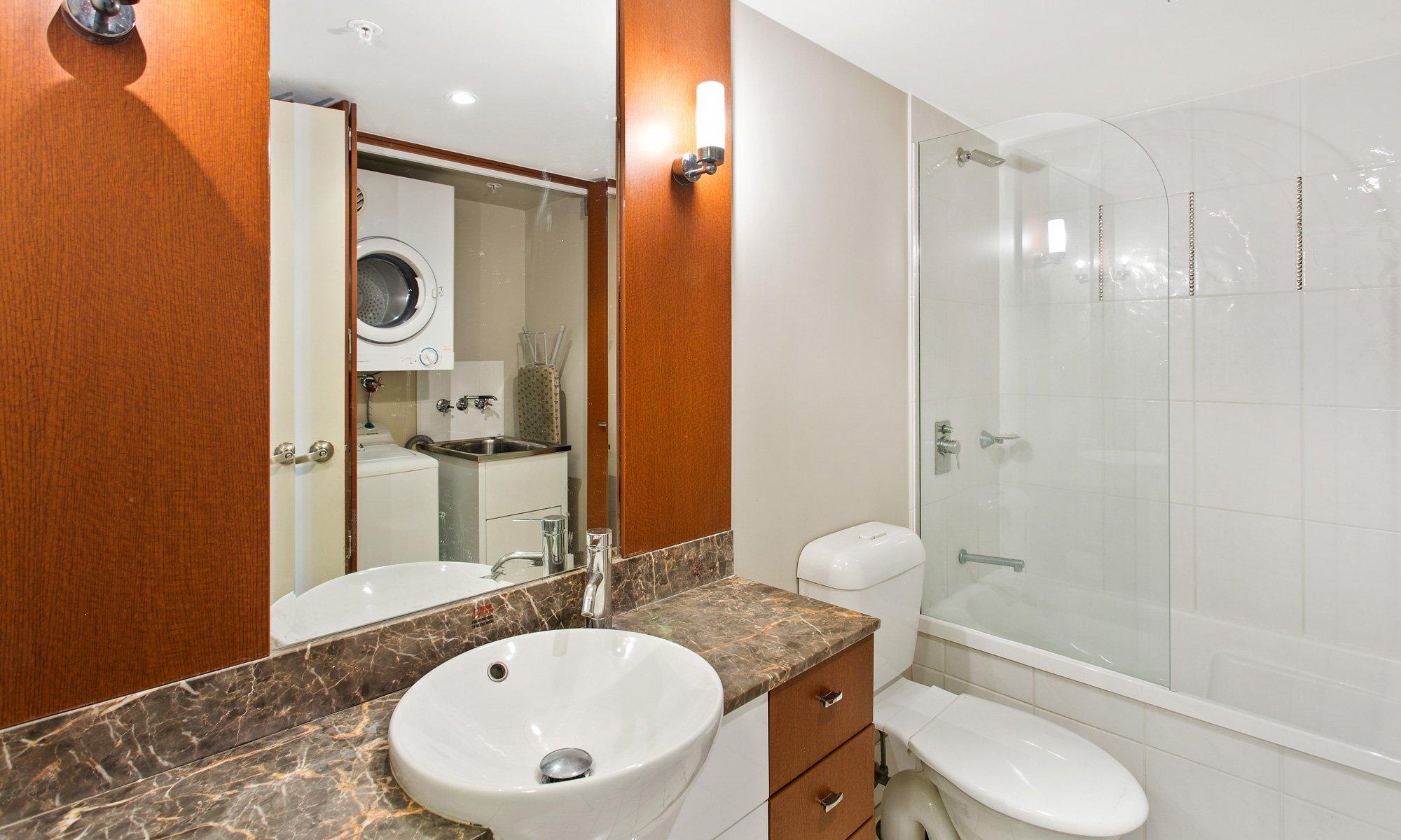 Gold Coast Real Estate for rent Chevron Renaissance 2234 shared bathroom